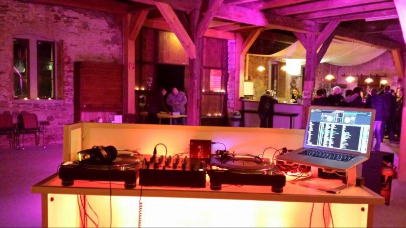 Designer DJ Pult mit LED-Bars Beleuchtung
