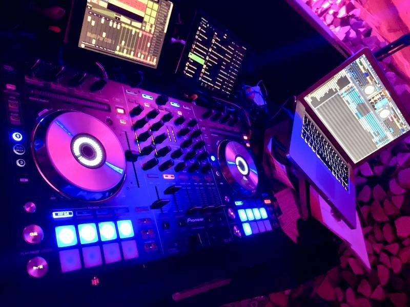 DJ-Technik-von-Hochzeits-DJ-DJ-WAM