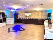 Salon Taube gut geeignet für das abendliche Hochzeitsbuffet und als Tanzfläche. Beamer vorhanden